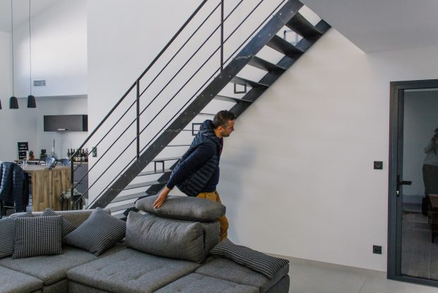 ROND-CARRE-Escalier-Acier